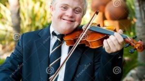 le-handikappad-pojke-som-leker-hans-fiol-29460038 (2)