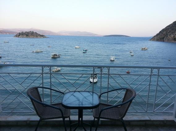 greece tolo balkon
