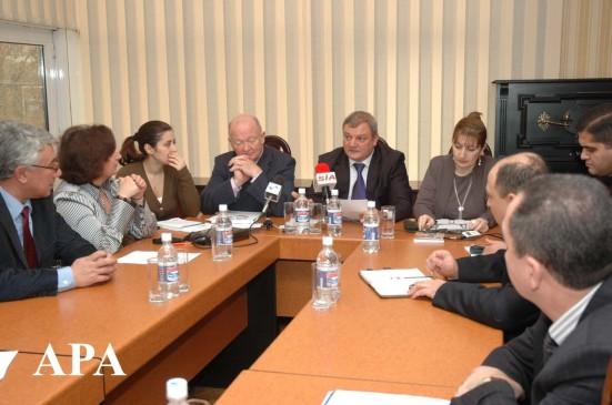 Azerbaycan ve Avropa birliyi inteqrasiya ucun effektiv emekdashliq mexanizmleri movzusunda deyirmi masa