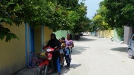 mopedli qiz