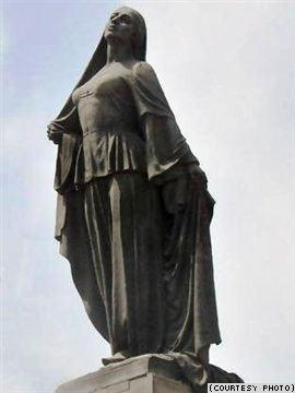 azad qadin heykeli